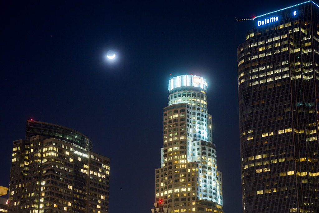 Moon over LA Skyscraper at 105mm - Straight Shot